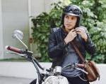 Berikut Tips Agar Rambut Para Bikers Tidak Lepek Saat Pakai Helm