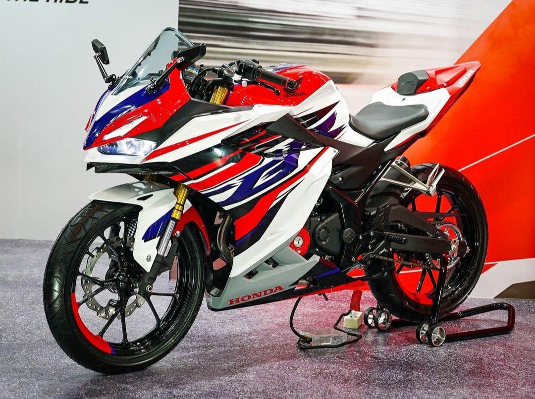 Honda CBR150R Custom Bike Racing